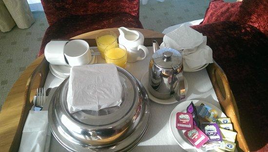 Hodson Bay Hotel : breakfast just delivered