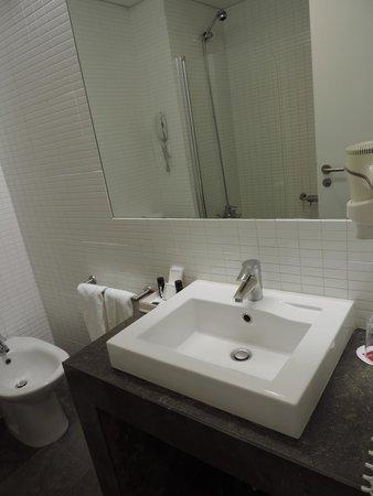 Lutecia Smart Design Hotel: Banheiro
