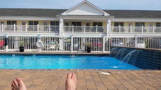 Madison Avenue Beach Club Motel: View from poolside