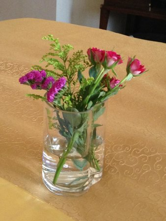Kunming Jinjiang Hotel : Flowers we got on our arrival