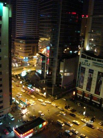 Zhongshan Hotel Dalian: Вид из окна номера