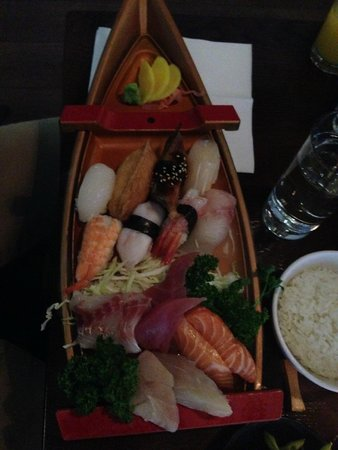 Banyi Japanese Dining: Sushi boat