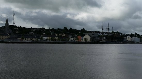 Brandon House Hotel: A view from the Waterford side of New Ross