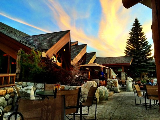 Brooks' Bar & Deck at Edgewood Tahoe : Brooks' Bar & Deck from the outside