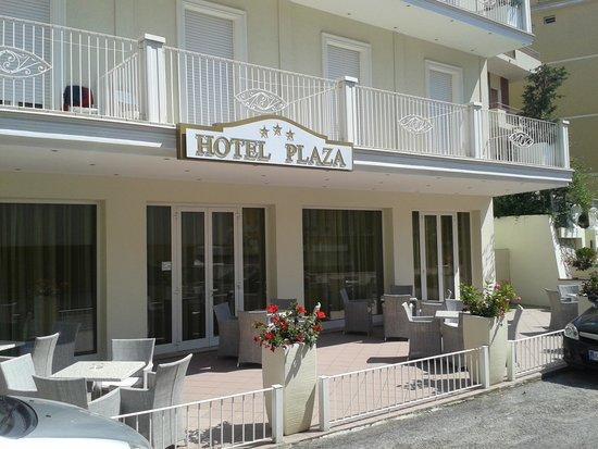 Hotel Plaza: Entrata hotel.