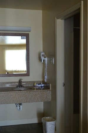 Best Western Padre Island: Bathroom area