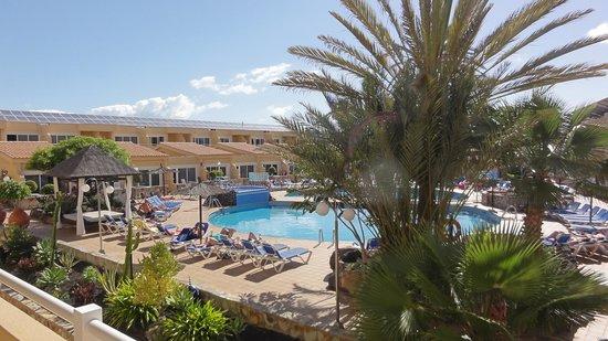 Hotel Arena : uitzicht over binnenplaats met zwembad