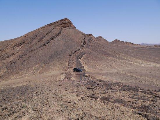 Adventure Morocco Tours: Deserto di sassi e la nostra macchina!