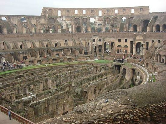 Rome Coliseum Guided Tours : A look inside
