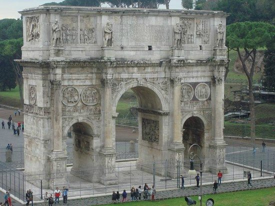 Rome Coliseum Guided Tours : A look outside