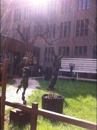 PLUS Berlin : courtyard