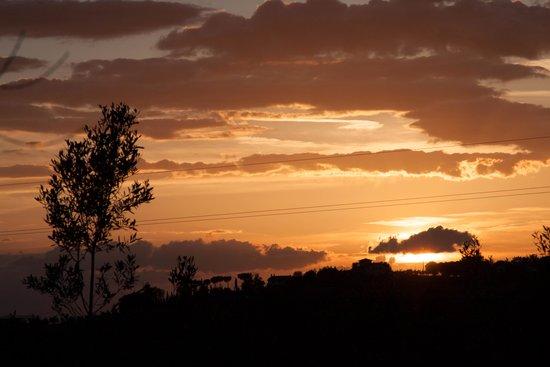Agriturismo Montalbino: View at sunset