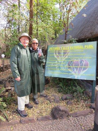 Mosi-oa-Tunya / Victoria Falls National Park : John and Jane at Victoria Falls