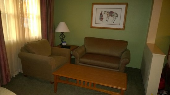 BEST WESTERN PLUS King's Inn & Suites: Living Area