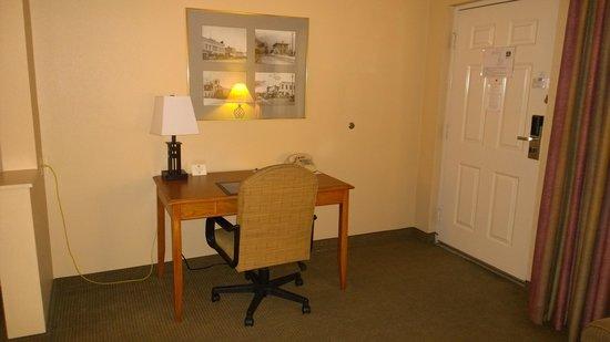 Best Western Plus King's Inn & Suites: Desk