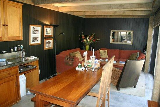 Wairua Lodge - Rainforest River Retreat: Guest Kitchen