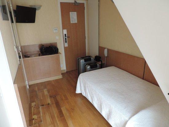 Hotel du Mont Blanc: Só cabe mesmo a cama e sua mala