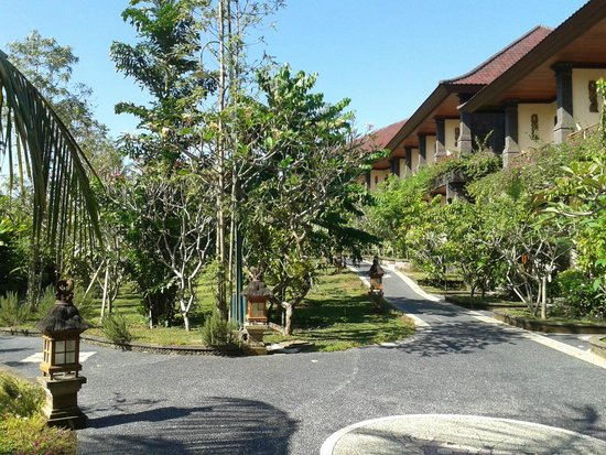 Bhuwana Ubud Hotel: Path to the rooms
