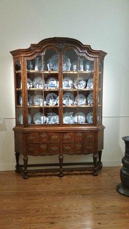 """Frans Hals Museum: A hutch full of """"delft"""" porcelain"""