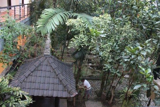 Gerhana Sari 2 Hotel: Garden