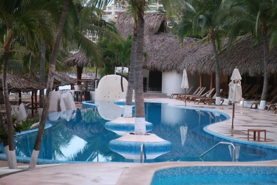 Pacifica Resort Ixtapa: main pool