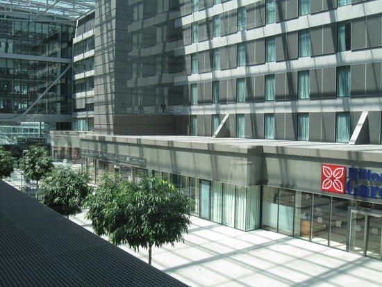 Hilton Garden Inn Frankfurt Airport: My room is on the 3rd floor look down to the lobby entrance.