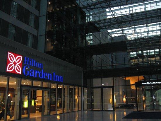 Hilton Garden Inn Frankfurt Airport: Next door is the Hilton Hotel one notch above the Garden Inn.