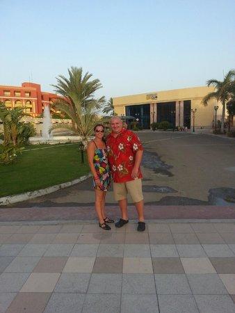 Sindbad Aqua Hotel & Spa: In front of the Beach Resort
