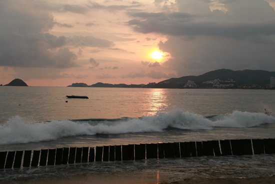Pacifica Resort Ixtapa: sunset