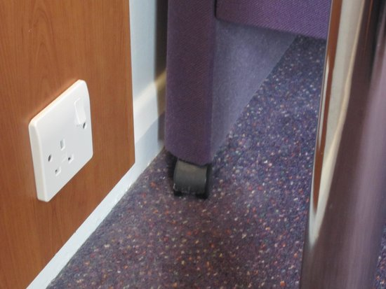 Premier Inn Cheltenham Central (West/A40) Hotel: Didn't seem to have vacuumed here either!