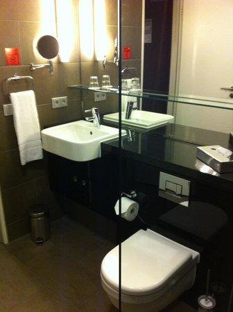 Adina Apartment Hotel Berlin Hackescher Markt: clean & comfortable