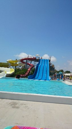 Louis Phaethon Beach : The Slides