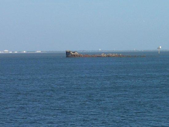 Galveston - Port Bolivar Ferry: Wreck