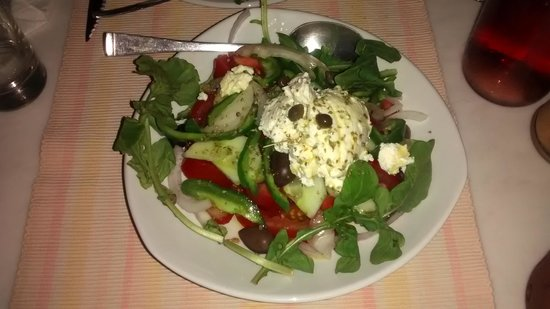 Labyrinth Wine Restaurant: greek salad with naxo cheese