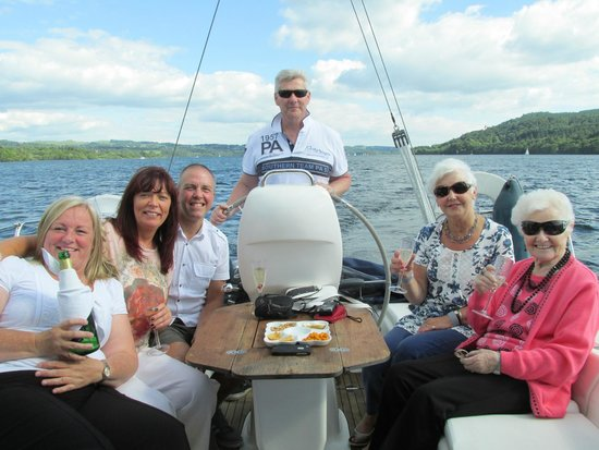 Sailing Dinner Cruises : Fun with friends on Lake Windermere