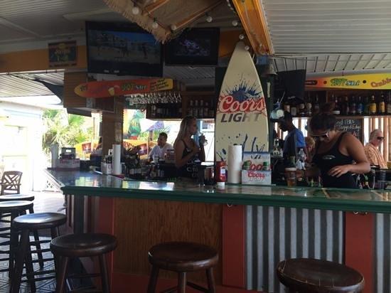 Crabby's Beachwalk Bar & Grill : great bar service