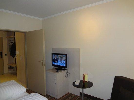 Leonardo Hotel & Residence München: vista do quarto