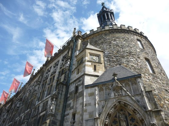 Aachen Cathedral (Dom): AREA