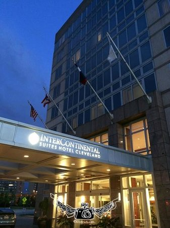 InterContinental Suites Hotel Cleveland : Night Shot