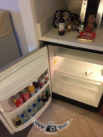 InterContinental Suites Hotel Cleveland: the fridge