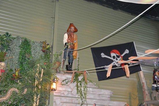 Le Repere des Pirates: b