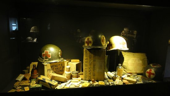 December 44 Historical Museum : vitrine a objects