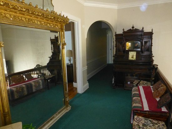 Kane Manor Country Inn: Hall