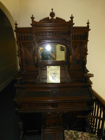 Kane Manor Country Inn: Organ