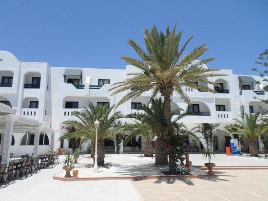 Seabel Aladin Djerba : terrasse hôtel.