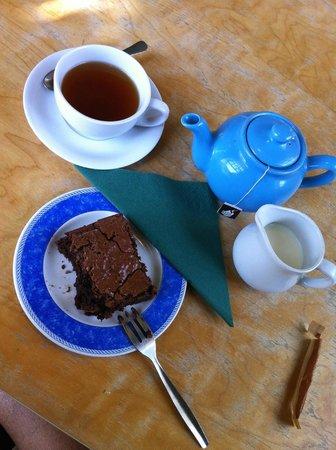 Moreton Tea Rooms: Brownie and Tea