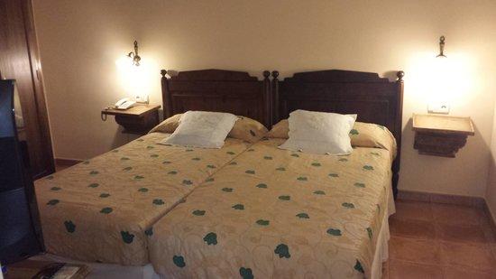 Hotel Don Carlos Caceres: habitacion doble piso 2