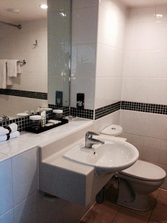Mercure Manchester Piccadilly Hotel : Bathroom
