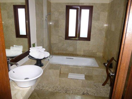 Bebek Tepi Sawah Villas & Spa: Sunken bath