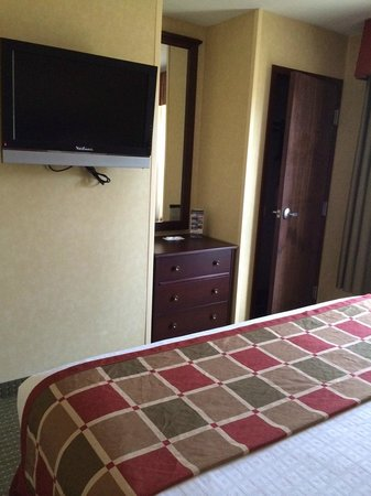 Best Western Plus Ticonderoga Inn & Suites: bedroom